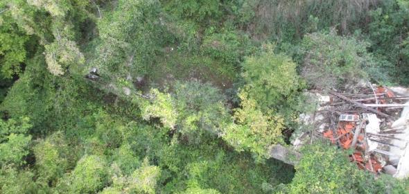 Photographies par drone d'un chemin de Halage, le long d'une parcelle privée